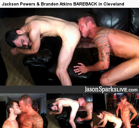 Gay Anal Porn : Cody Matthews & Alex Woods bare back in Rochester!